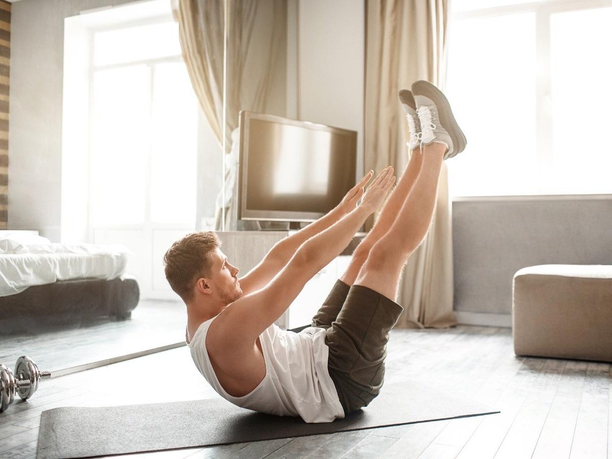Как проводить силовые тренировки дома? Правила, комплекс упражнений от тренера, видео - Чемпионат